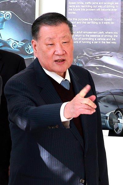 정몽구 회장 도전, 현대차 '트라고 엑시언트' 수입 상용차 벽 넘어라