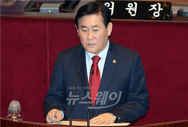 [NW포토]최경환 부총리, 국회 예결위 전체회의 보고