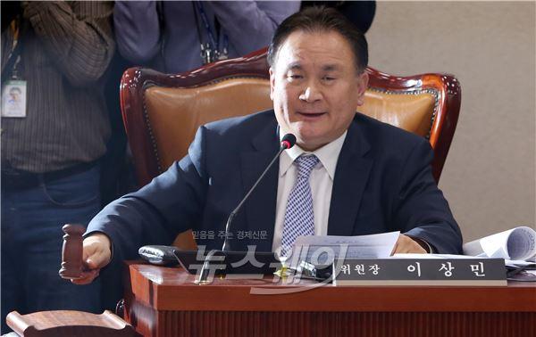 김영란 법, 진통 끝 국회 법사위 통과