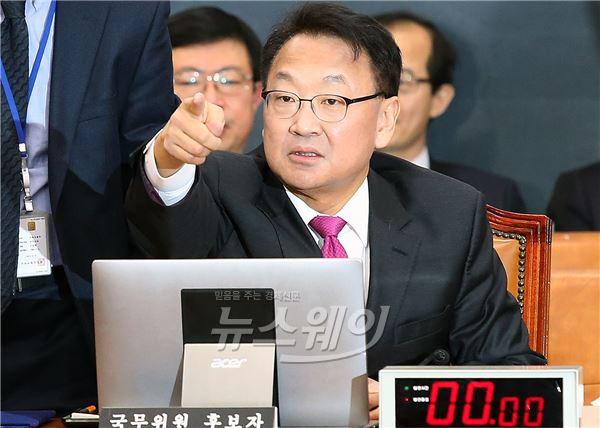 유일호 국토교통부 장관 후보자, 인사청문회 벽 넘을까?