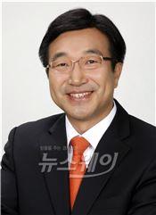 """기준금리 인하… """"부채에 의한 성장 두렵다"""""""