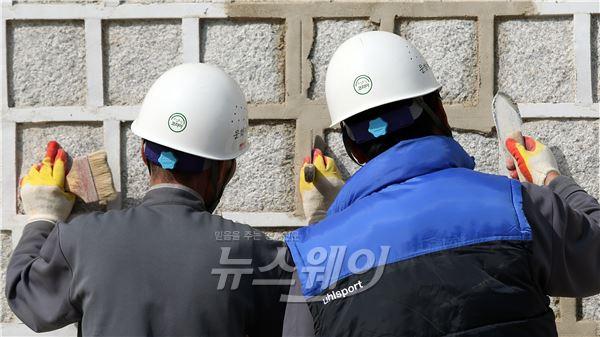 경복궁 광화문 외곽 정비 작업
