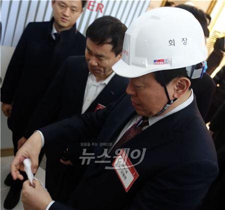 안전모 쓴 '신동빈' 롯데그룹 회장