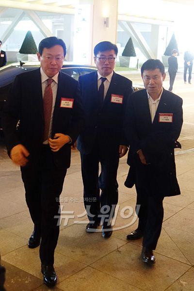 신동빈 롯데그룹 회장, 현안에 '묵묵부답'…승계구도는 가속도