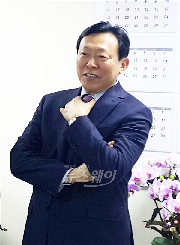 """신동빈 롯데그룹 회장 """"제 2롯데월드몰 한국을 대표하는 랜드마크 될 것"""""""