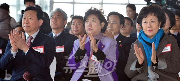 [NW포토]박수치는 신동빈·박인숙·신영자