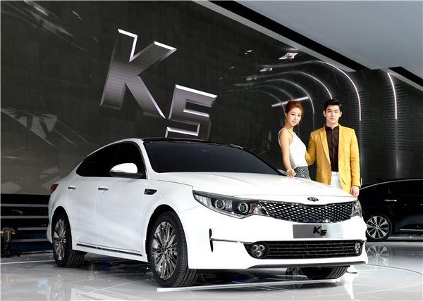[서울모터쇼]기아차, '신형 K5' 최초 공개···'모던·스포티' 듀얼디자인