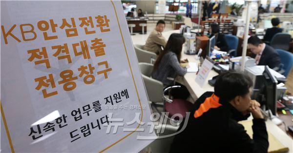 빚에 갇힌 30대···소득 증가 없고 대출만 늘어