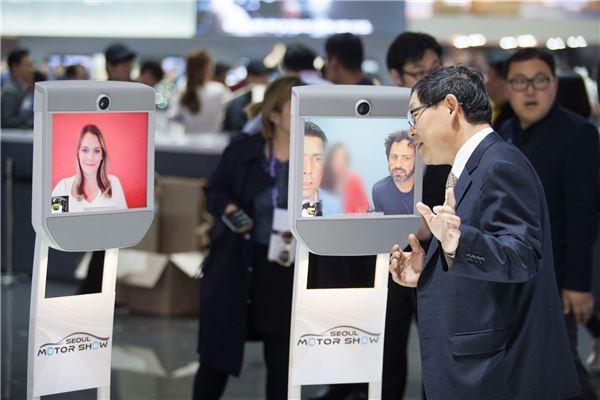 [서울모터쇼]세르게이 브린 구글 공동창업자 원격관람
