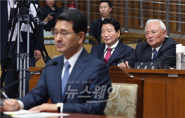 박상옥 대법관 후보자 인사청문회, 답변하는 김동섭 변호사
