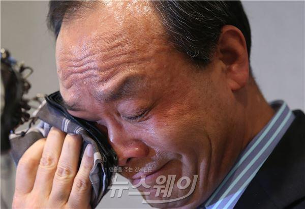 """성완종 회장 눈물의 기자회견…""""난 MB맨이 아닙니다"""""""