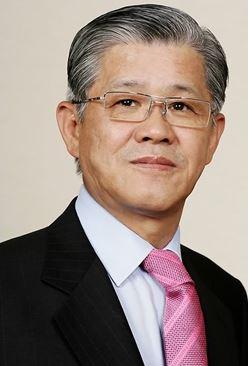 '책임경영'서 멀어지는 최신원 SKC 회장, 필름 사업서 손 떼나?