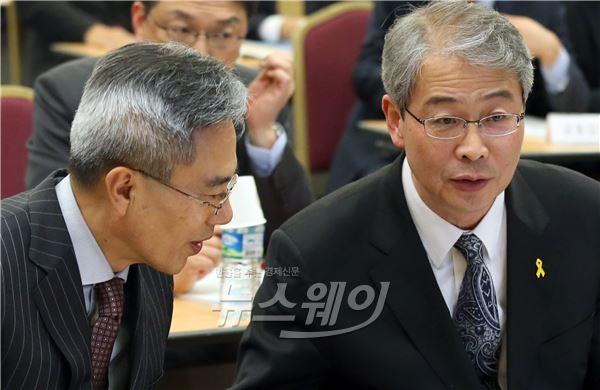 [NW포토]대화 나누는 임종룡·하영구