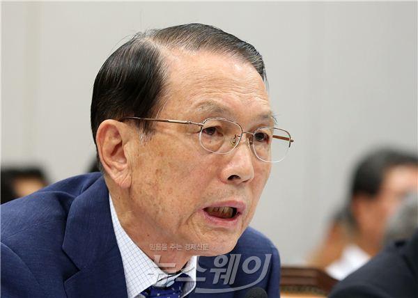 '성완종 리스트' 김기춘 전 비서실장, 일본행 이유 질문에 침묵
