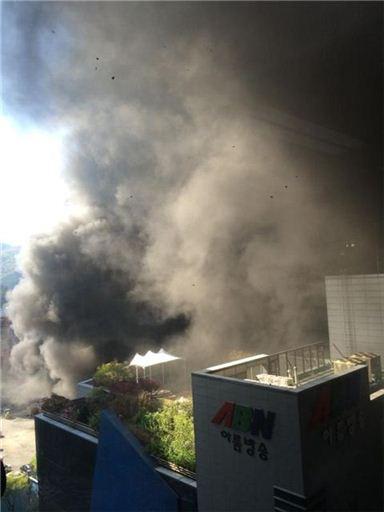 분당 정자동 화재, 140여 명 대피···인부 5명 병원 이송