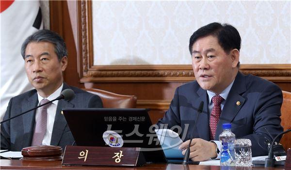 국무회의 주재하는 최경환 국무총리 직무대행