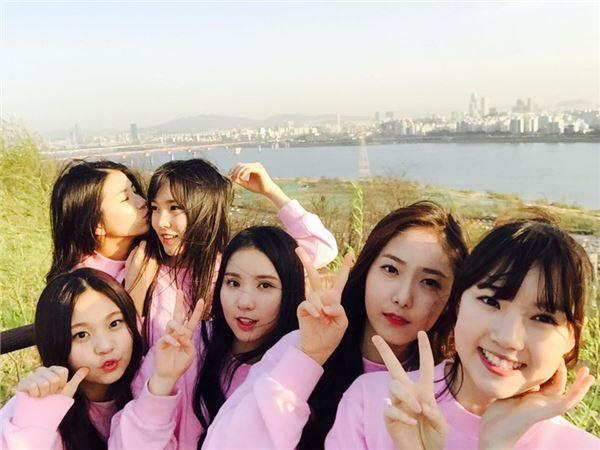 '체통령' 여자친구, '2015 수원JS컵' 축구대회 개막전 축하공연 나서…구기종목 정복
