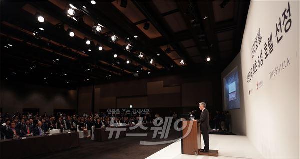 [NW포토]김종덕 장관, 호텔신라 5성 호텔 현판식 축사