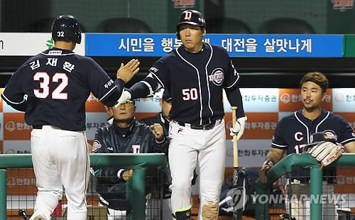 두산 김재환, 한화전서 연타석 홈런…배영수 상대