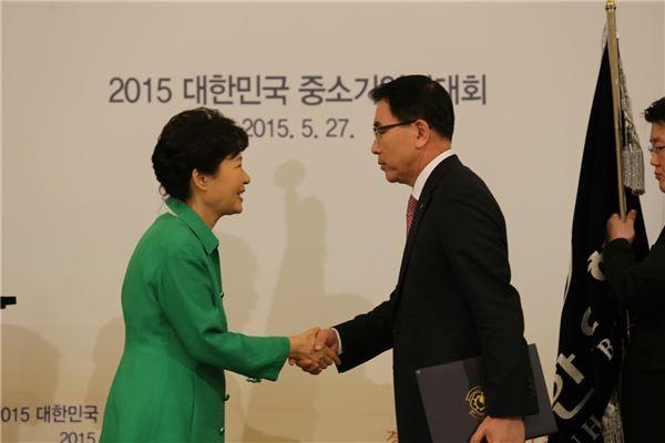 신한銀 '중소기업 지원우수단체 부문' 대통령표창 수상