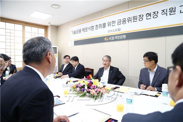 """임종룡, 기술금융 현장 방문 """"은행 피부로 느끼도록 개선할 것"""""""