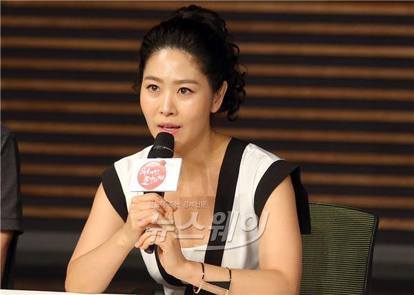 인사말하는 배우 김지영(위대한 조강지처)
