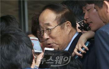 박용성 전 중앙대 이사장, 첫 재판에 출석···뇌물공여 인정