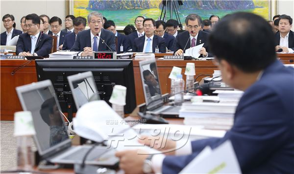 국회 정무위원회 전체회의 열려