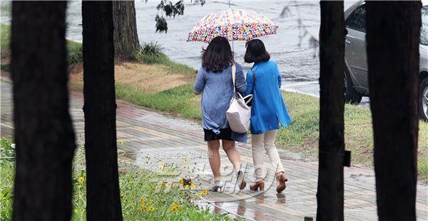 소나기에 젖은 서울
