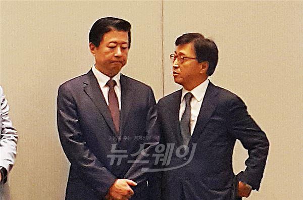 대화 나누는 송재훈 원장-이인용 사장
