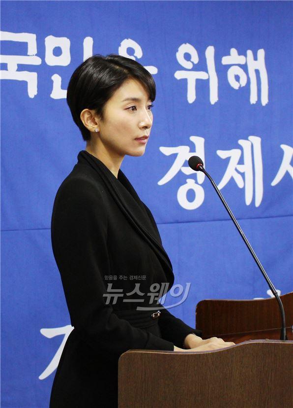 김서형, 기품女 변신… '어셈블리' 긴 머리 과감히 자르고 숏컷 감행
