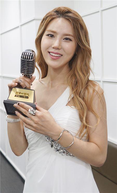 """김연지, '불후의 명곡' 우승 트로피 들고 함박웃음…""""여러분들 사랑 덕분입니다"""""""