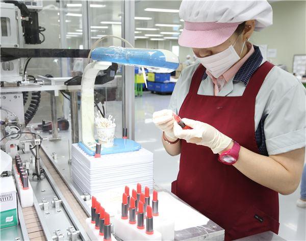 LG생활건강, 색조화장품 경쟁력 강화…OEM '제니스' 지분 인수