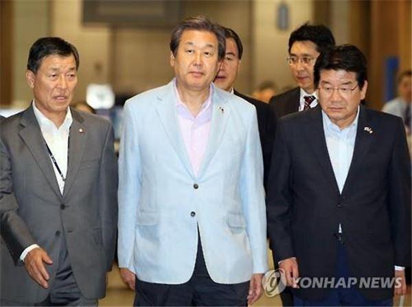 """김무성 """"심학봉 탈당…공직자로서 더 조심하길"""""""