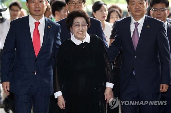 """방북길 나선 이희호 여사 """"6·15정신으로 화해·협력해야"""""""