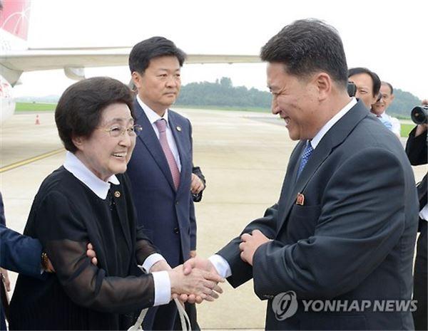 이희호 여사 방북 이틀째…김정은 면담 성사돼나