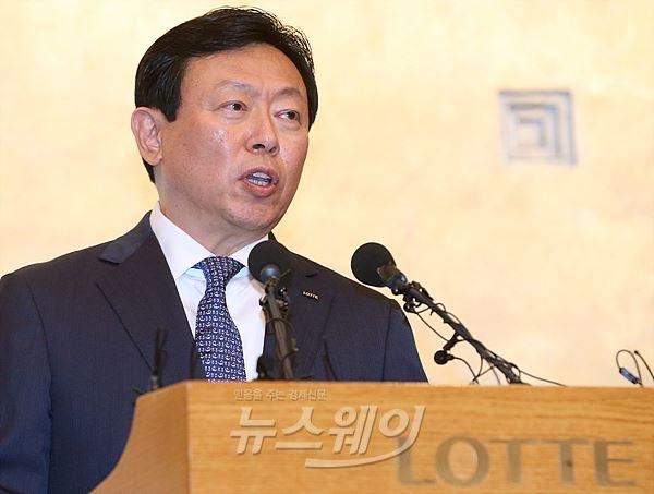 """신동빈 회장 """"호텔롯데 상장, 순환출자 연내 80% 해소""""(종합)"""