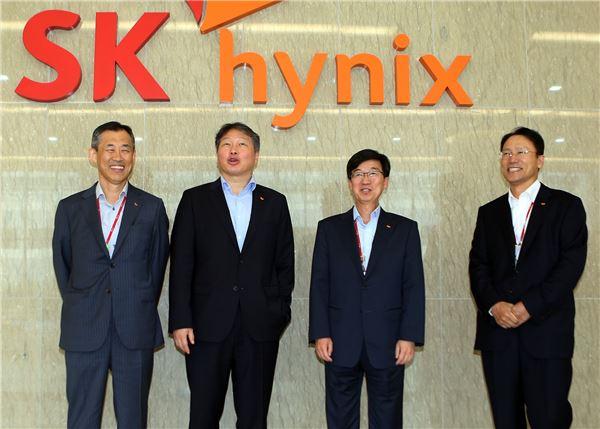 """최태원 SK 회장 '강행군'…""""주요 사업장 모두 돌아볼 것"""""""