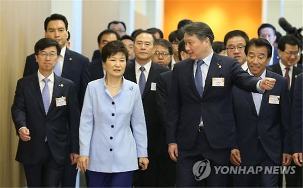 朴대통령, SK하이닉스 공장 준공식서 '경제활성화' 가속페달