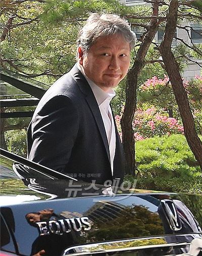 """최태원 SK 회장 """"전역 연기 장병 우선 채용한다"""""""