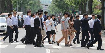 8월 취업자 4개월만에 20만명대…구직단념자 14만명 늘어(종합)