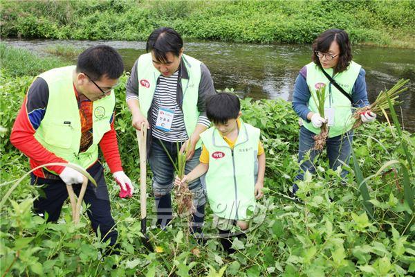 하림 80여 명 '피오봉사단', 정읍 하천 정화 활동 펼쳐