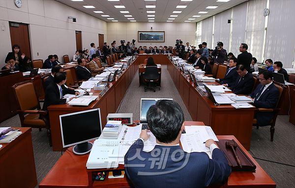 국감 4일차, 환노위서 노동개혁 '강 대 강' 대치 예고