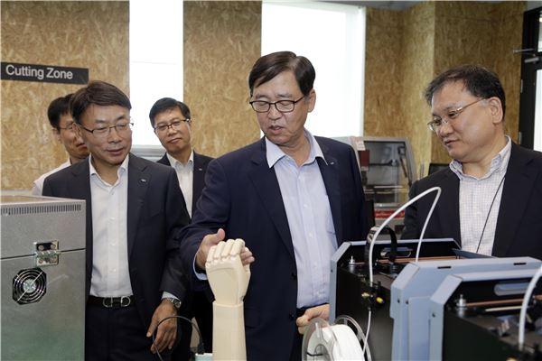 정지택 두산重 부회장, 경남창조경제혁신센터 방문