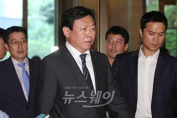신동빈 회장, 오늘 국감 증인 출석…'재벌개혁' 등 공세 예상