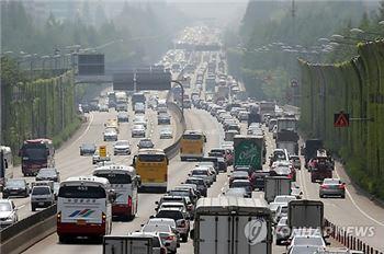 추석 마지막 휴일 고속도로 정체···오후 5∼6시 절정