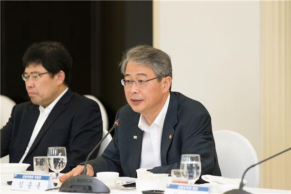"""임종룡 """"사모펀드 규제 완화 하겠다"""""""