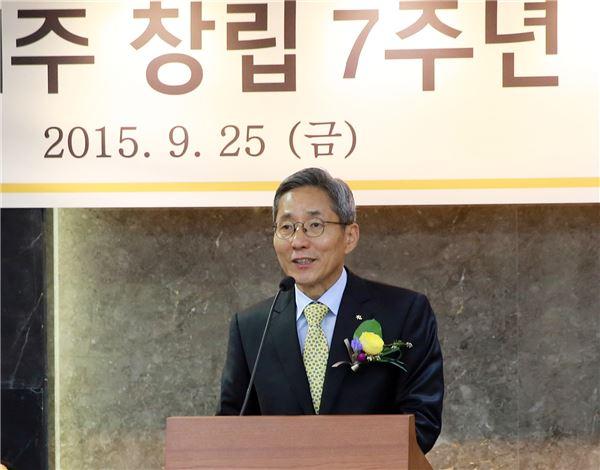 """윤종규 KB금융 회장, """"최우선 과제는 강한 현장 구축"""""""