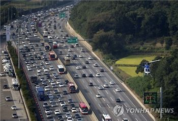 고속도로 정체 오후 7시부터 원활…서울→부산 4시간20분