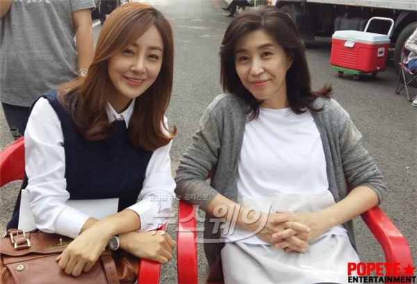 '용팔이' 김미경·오나라, 특별한 감초조연 2인방… 꽃미소 발산